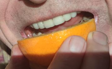 Contact orange / bouche