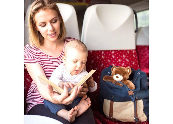 quoi mettre dans son sac à main les accessoires ludiques maman enfants