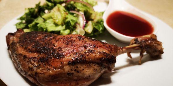 Circulaire - Recette de cuisses de canard confites sauce aux fruits rouge et salade fraîche.