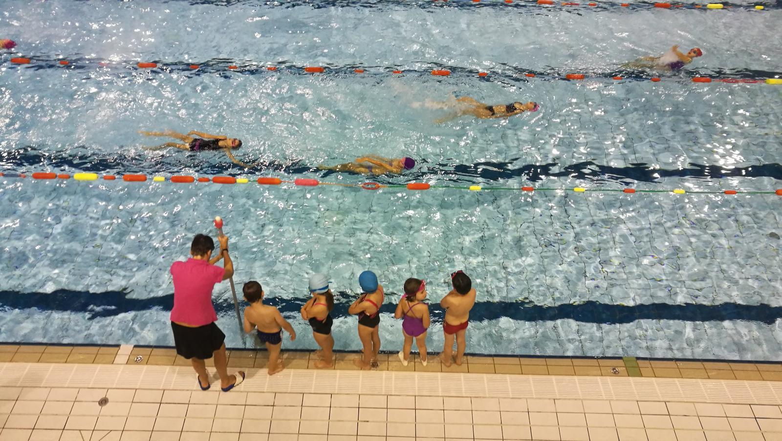 Belle confiance en soi contre maitre nageur balaize