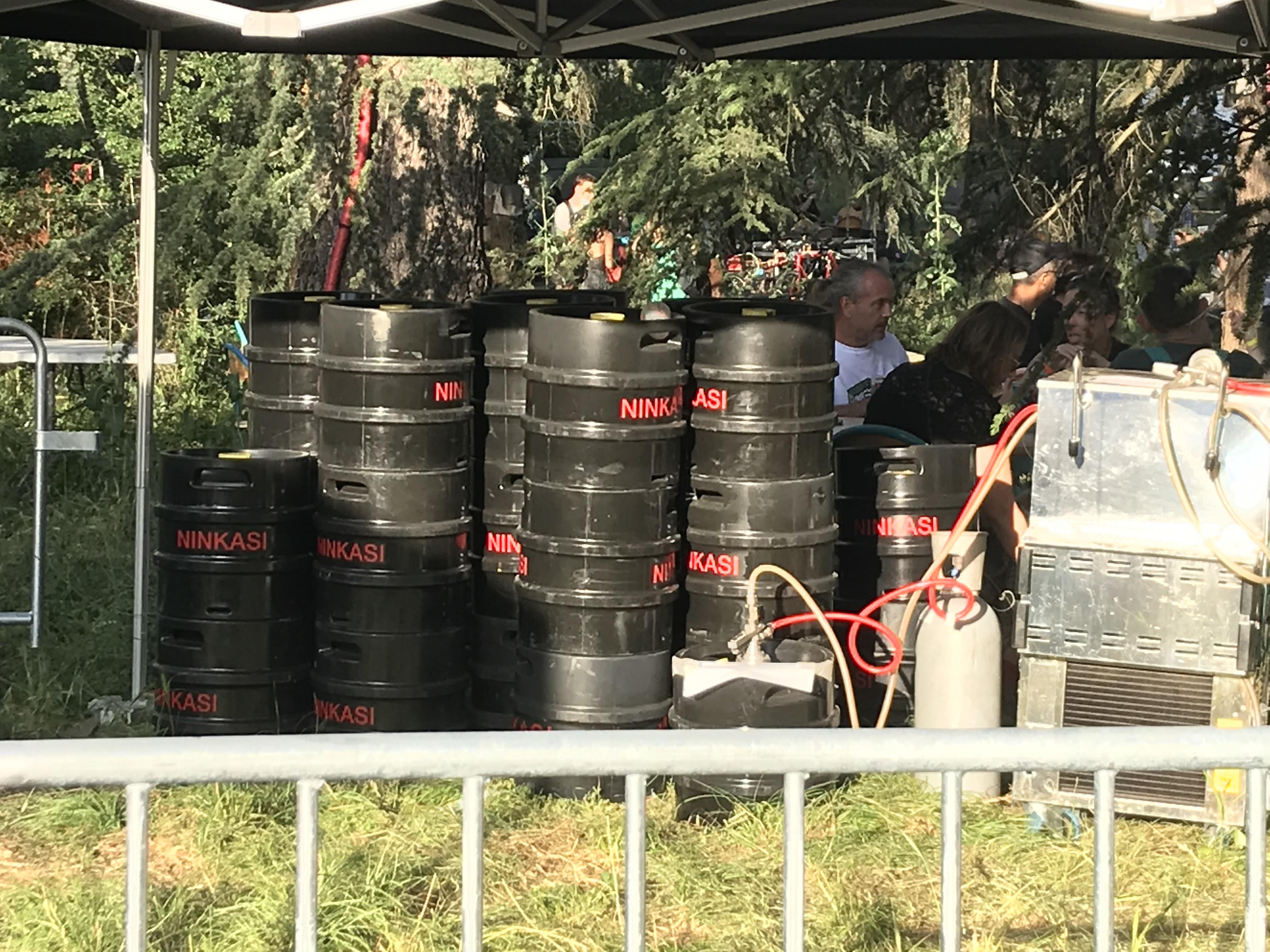 en extérieur, on a aussi besoin d'une bière fraîche… et c'est compliqué quand les fûts noirs se trouvent au soleil !