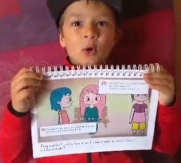 Ethan 8 ans découvre l'histoire avec l'album imprimé par les soins de ses parents
