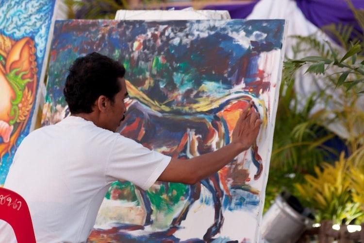 La peinture avec les doigts : avantages et limites
