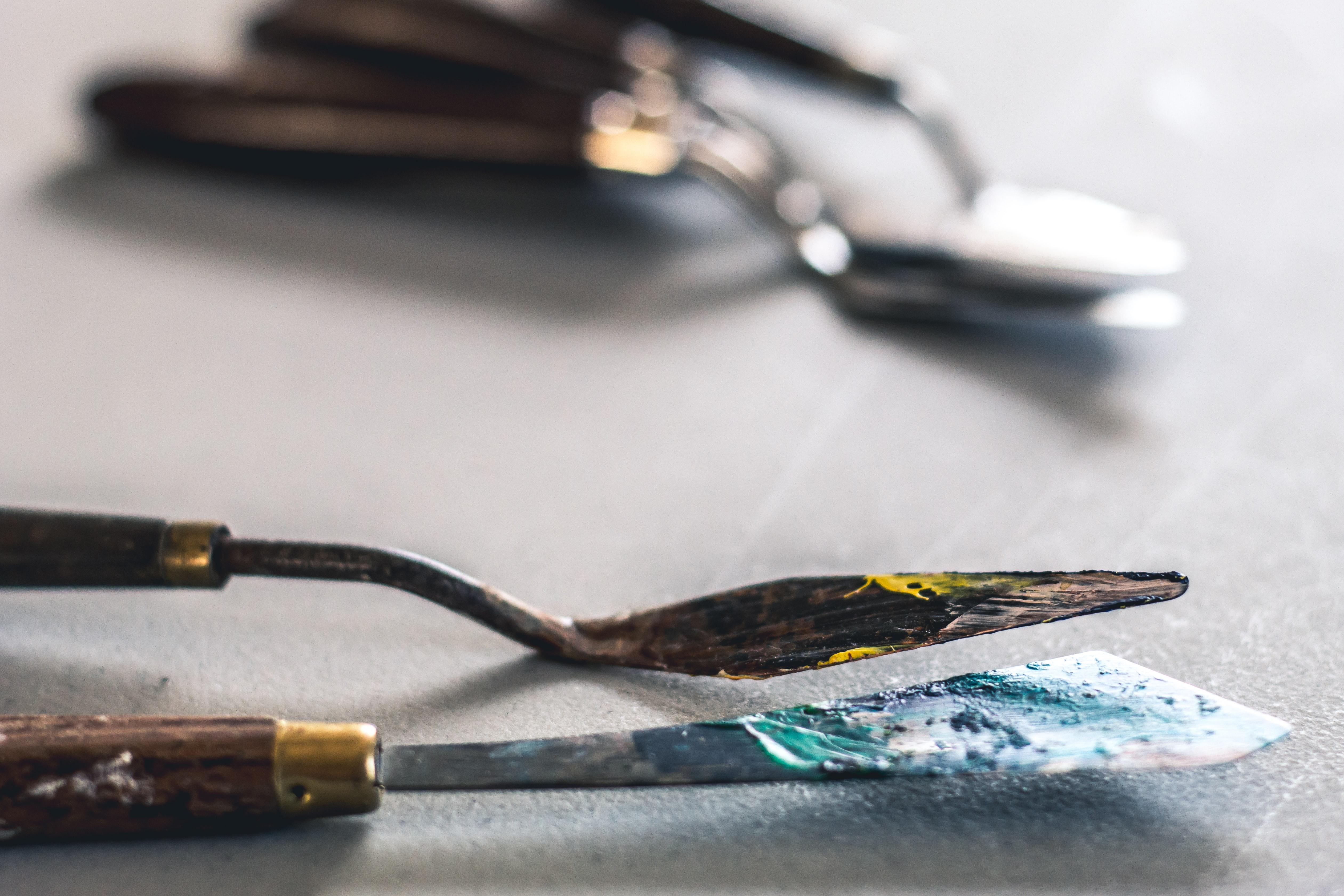Peindre au couteau: fausse bonne idée ou réelle opportunité?