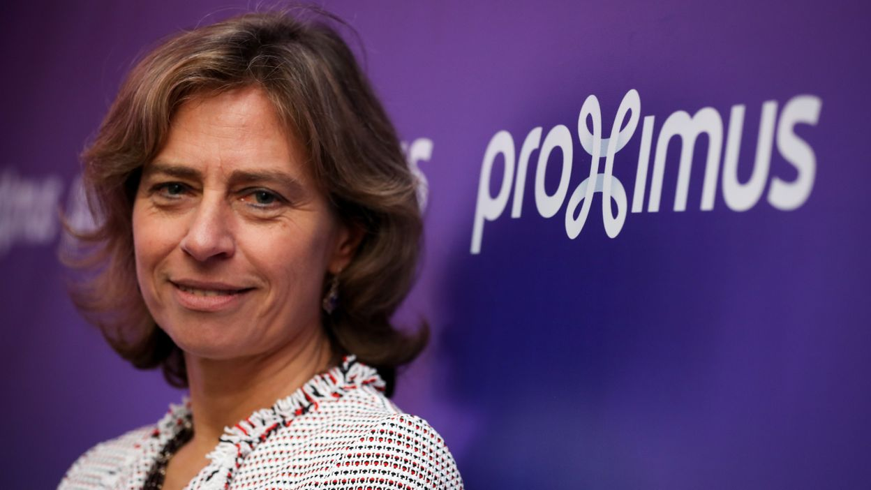 What are the new leadership habits according to Dominique Leroy, the CEO of Proximus?