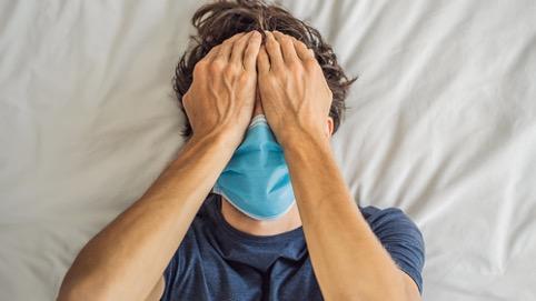 Image: La bouche du masque provoque une maladie des gencives, ce qui augmente le risque de décès par coronavirus de 900%