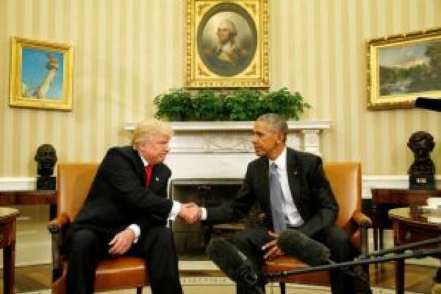 Poignée de main historique de Trump et Obama