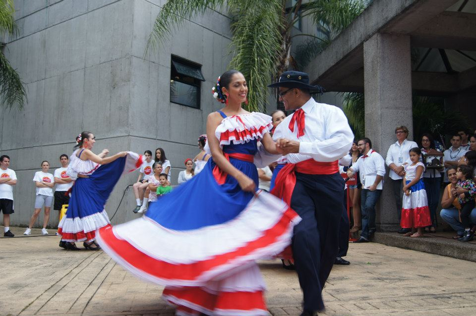 Costariciens et Costariciennes : danse traditionnelle du Costa Rica