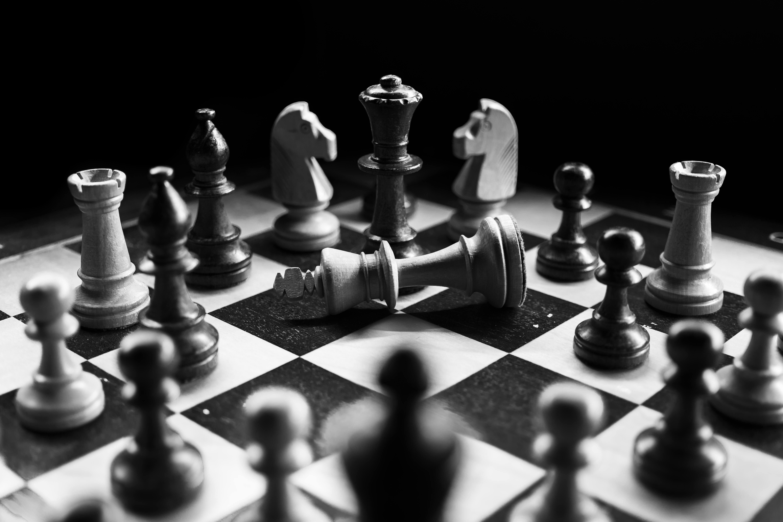 Échiquier illustrant la stratégie et les méthodes pour gagner